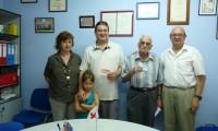 Cruz Roja Binéfar hace entrega de la documentación a los agraciados en el sorteo del oro