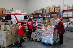 Cruz Roja en la provincia de Huesca reparte alimentos a 433 familias en plena crisis del coronavirus