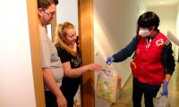 Cruz Roja reparte juguetes y meriendas a 66 niños y niñas en medio de la pandemia por coronavirus